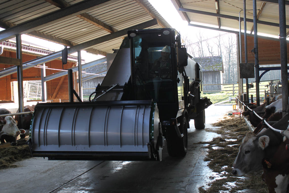 Fodder-Discharge available with chain- or PVC-conveyor.