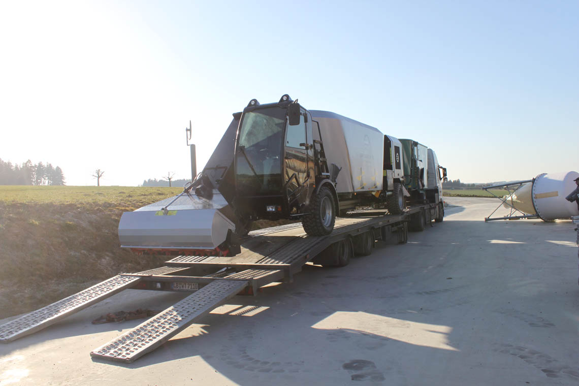 Delivery with truck and low bed trailer