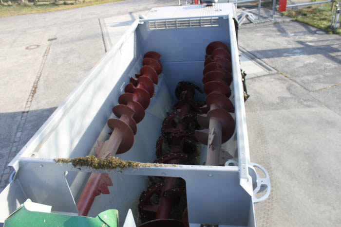 Three-auger mixing-drive - ensuring best mixing results for small and large rations