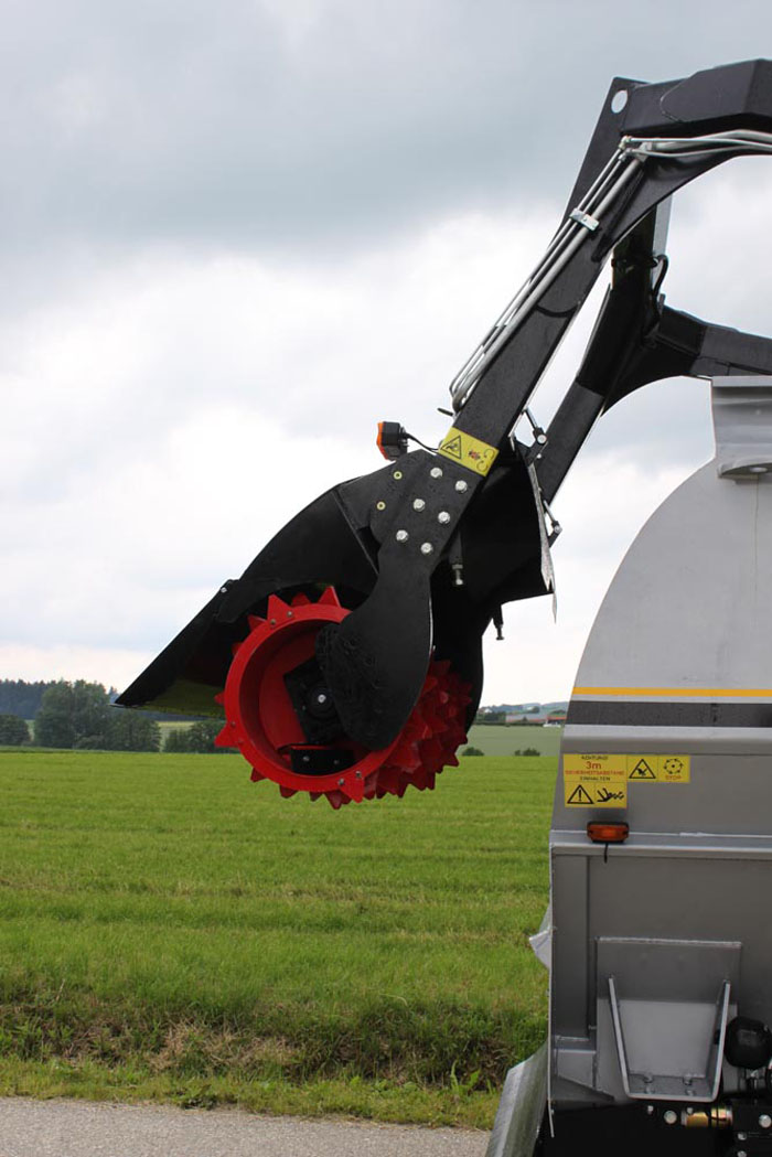 The high-performance rotor with guiding-plates ensure a concentrated, loss-free fodder-flow.