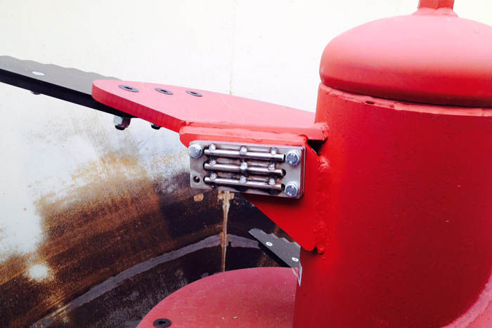 Optionally the mixing augers can also be equipped with a magnetic separator.